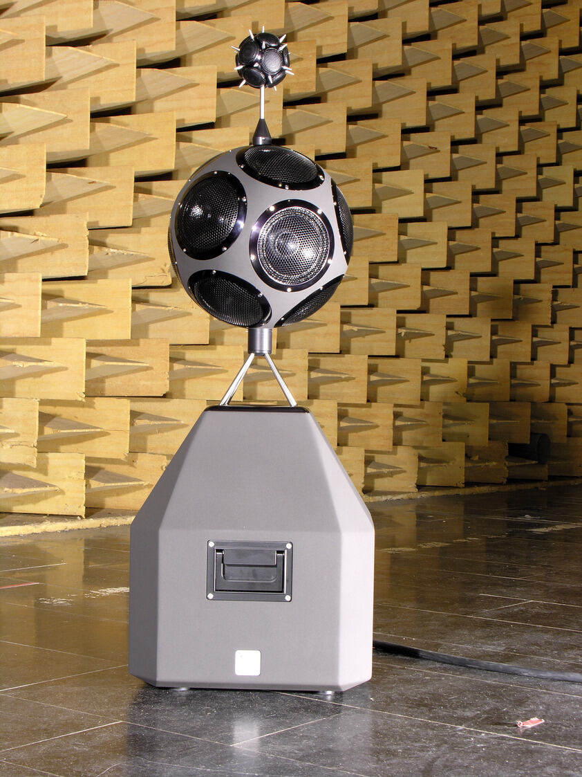 Picture of an omnidirectional measuring loudspeaker